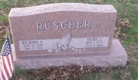 RUSCHER, RICHARD A. - Clermont County, Ohio   RICHARD A. RUSCHER - Ohio Gravestone Photos