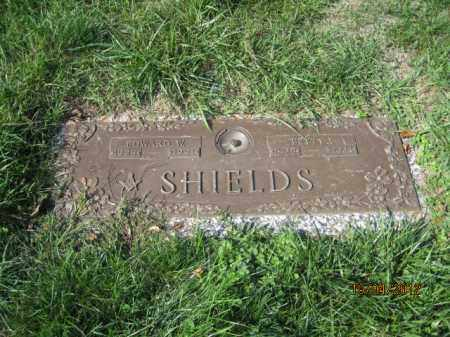 OSBORN SHILEDS, BETTY JUANITA - Franklin County, Ohio | BETTY JUANITA OSBORN SHILEDS - Ohio Gravestone Photos