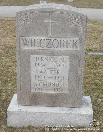 WIECZOREK, WALTER - Lucas County, Ohio | WALTER WIECZOREK - Ohio Gravestone Photos