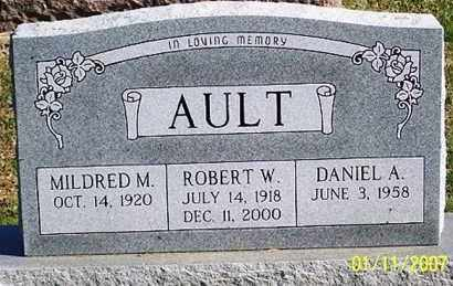AULT, ROBERT W. - Ross County, Ohio | ROBERT W. AULT - Ohio Gravestone Photos